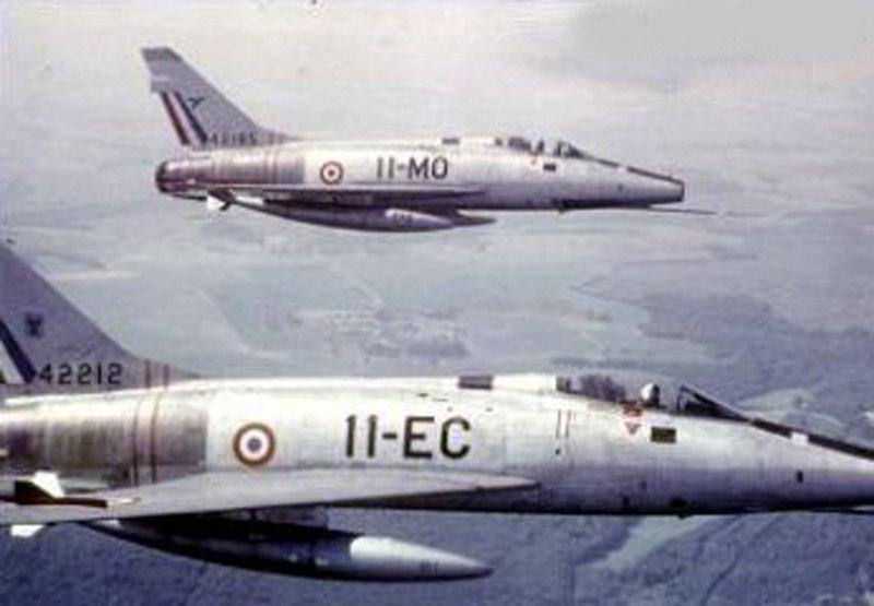 f-100d_11-ec_42212_patrouille