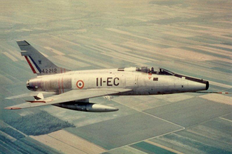 f-100d_11-ec_42212_raf