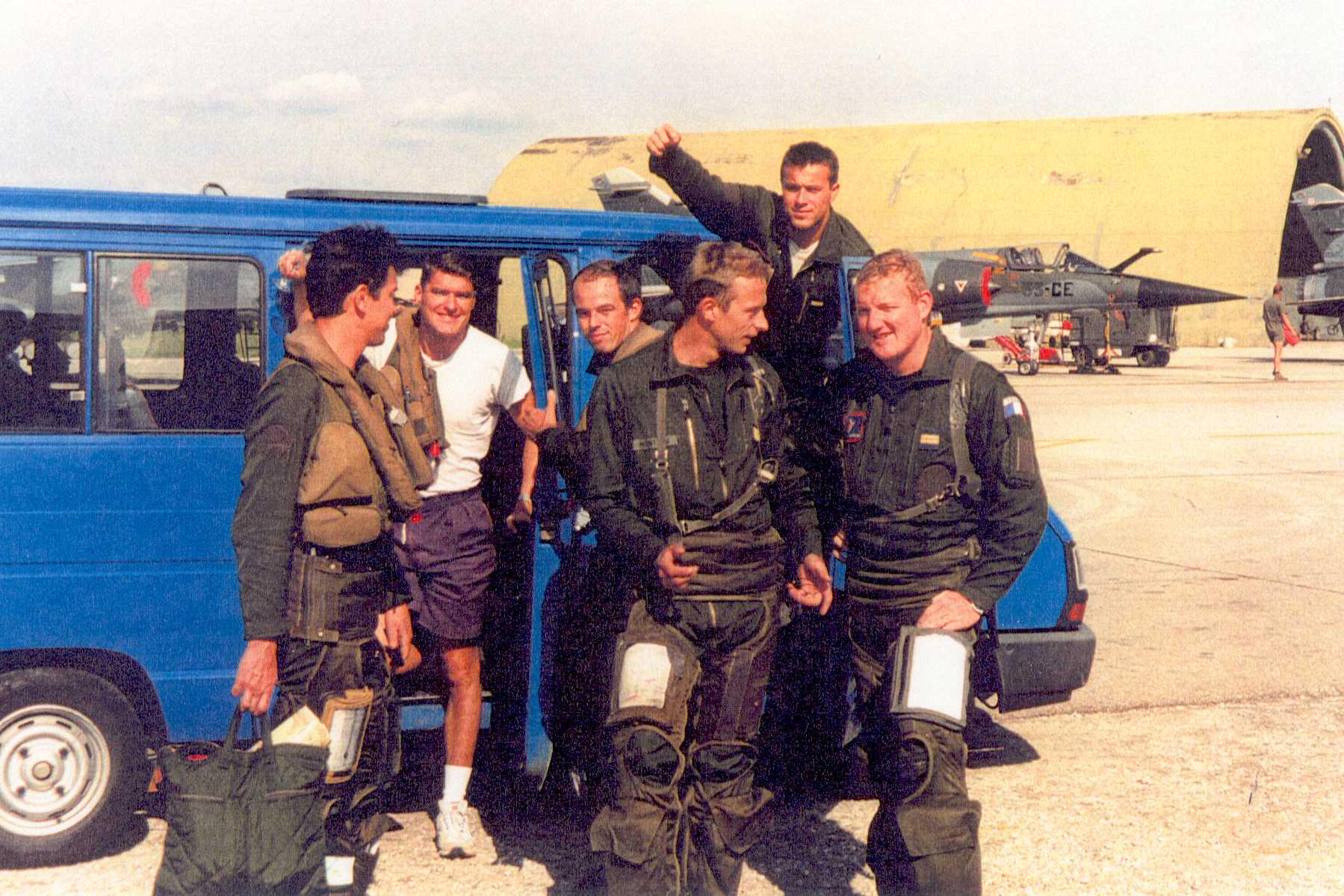 LTT GOJ (premier à droite)