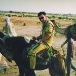 1992 1er nov Morales chevauchant un vaisseau du désert