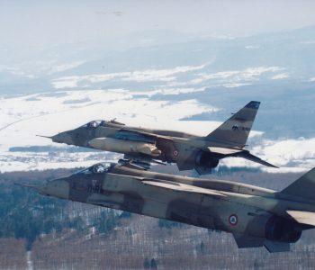 Jaguar au dessus de la Lorraine enneigée
